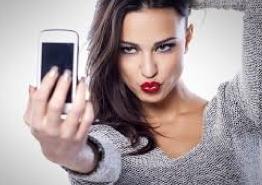 Selfies Help Makeup Sales Soar in UK