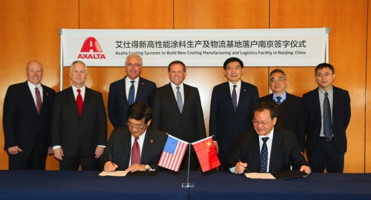 Axalta to build new coating manufacturing and logistics facility in Nanjing, China. Signing: Luke Lu, Axalta Vice President and Greater China President and Zhu Yuanshen, Deputy Director of the Nanjing Chemical Industrial Park (NCIP) Management Committee. Charlie Shaver, Axalta Chairman and CEO, standing center.