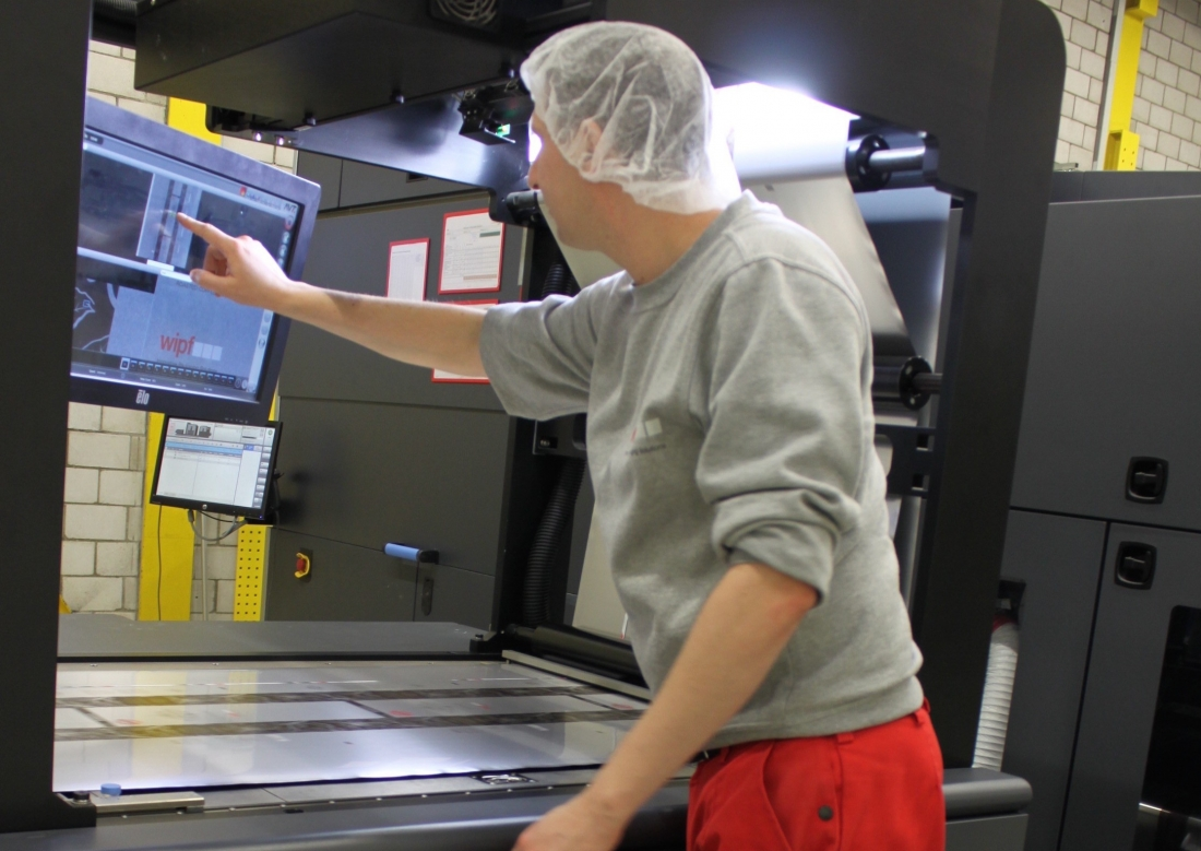 Swiss flexible packaging specialist improves quality with AVT's Apollo 20K