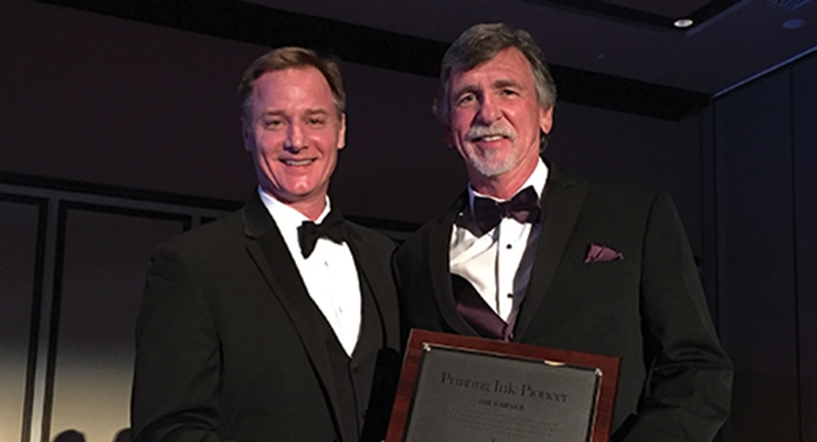 Jim Garner, right, of Flint Group Pigments, accepts NAPIM's Pioneer Award from NAPIM president Pat Carlisle.