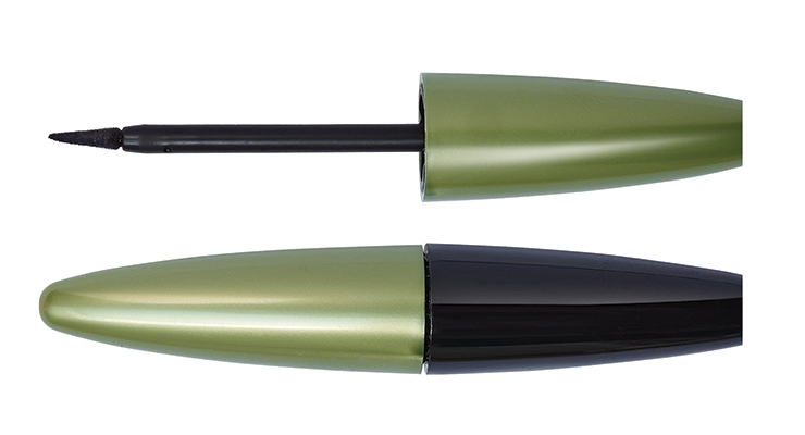 The shape and flock thickness of this fine applicator from JFA Flock enables a thin, natural eyeliner directly on the eyelashes.