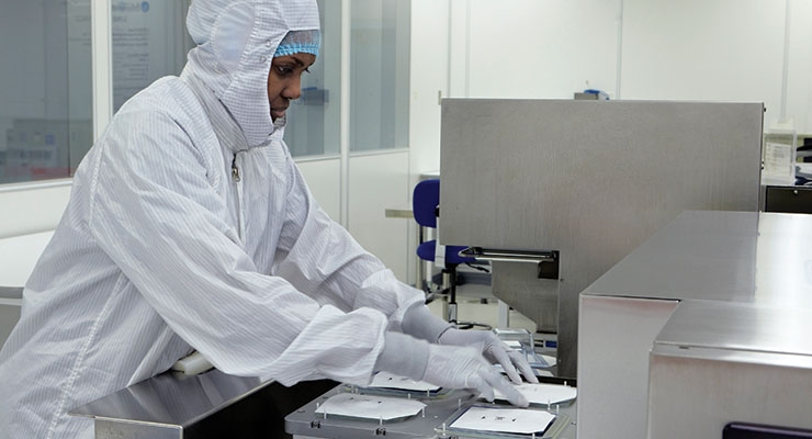 Cleanroom operator performs tray seal packaging during validation phase of package development. Image courtesy of Millstone Medical.