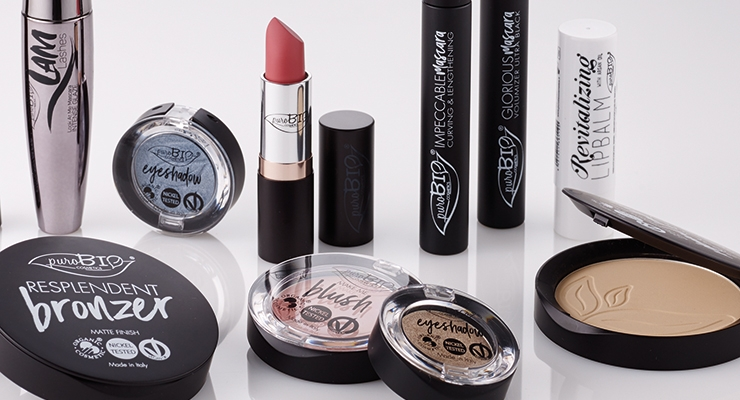 PuroBio Cosmetics, an industry newcomer, selected this timeless compact design from Corpack, customized with a matte lacquered surface treatment and silk-screened graphics.