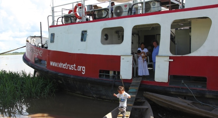 AkzoNobel Supports Vine Trust Medical Ship Set to Transform Thousands of Lives