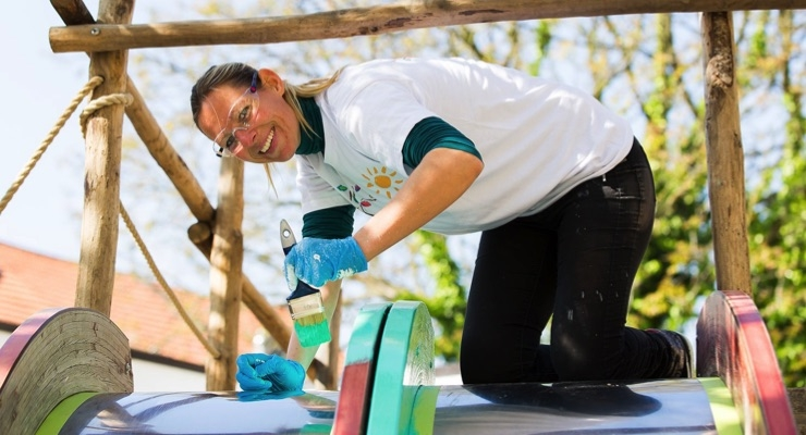PPG Provides Money, Paint for Hungary Primary School Project
