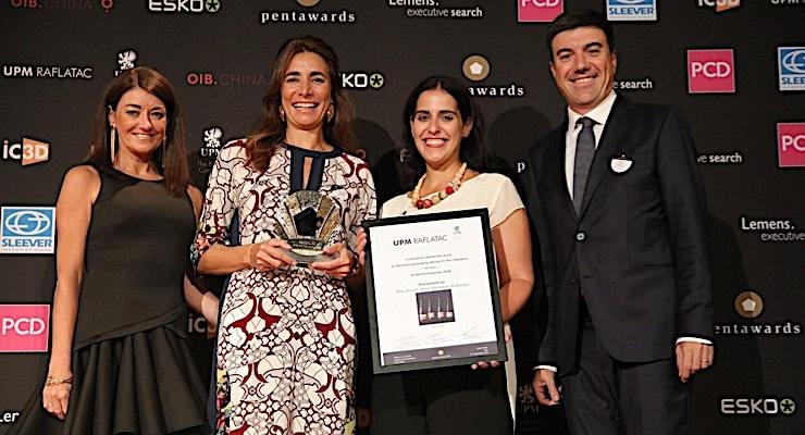 UPM Raflatac presents award to Portuguese winemaker