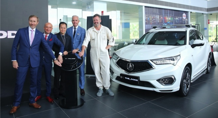 BASF Refinish Coatings, Designer Give Compact Acura SUV a
