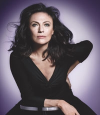 Avon Picks Jacqueline Bisset For Anew Platinum Line