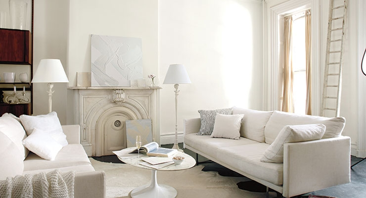 "Benjamin Moore Names ""Simply White"" Its 2016 Color of the Year"