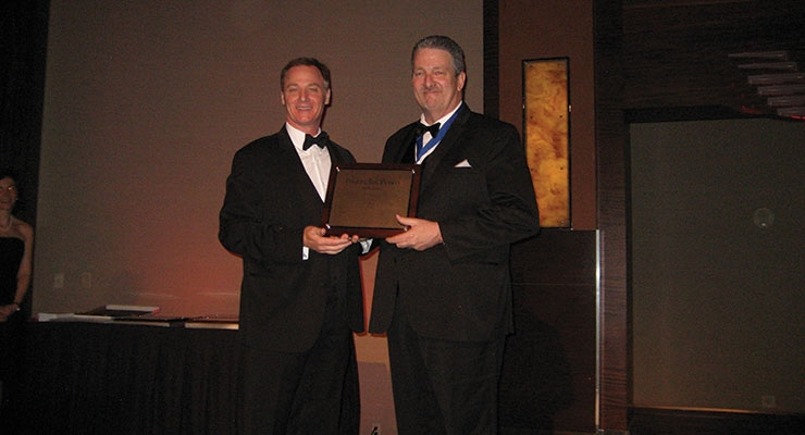 Pete Notti, right, of Ink Systems, accepts NAPIM's Pioneer Award from NAPIM president Pat Carlisle.