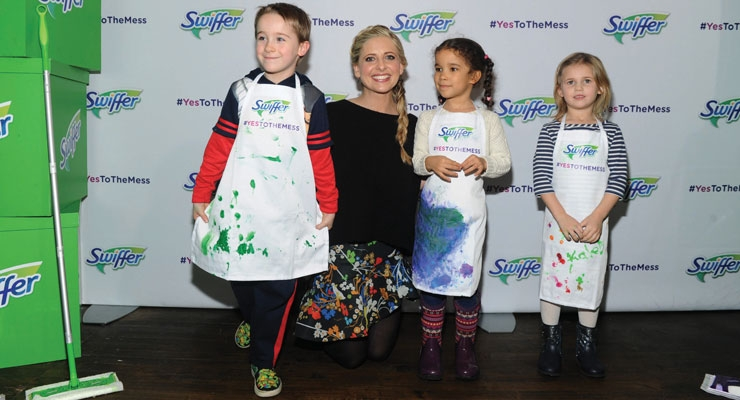 "Sarah Michelle Gellar joins Swiffer as program ambassador for its ""Yes to the Mess"" event, Wednesday, Feb. 3, 2016, in New York, where kids were encouraged to take part in messy activities that parents typically say ""no"" to. (Photo by Diane Bondareff/Invision for Swiffer/AP Images)"