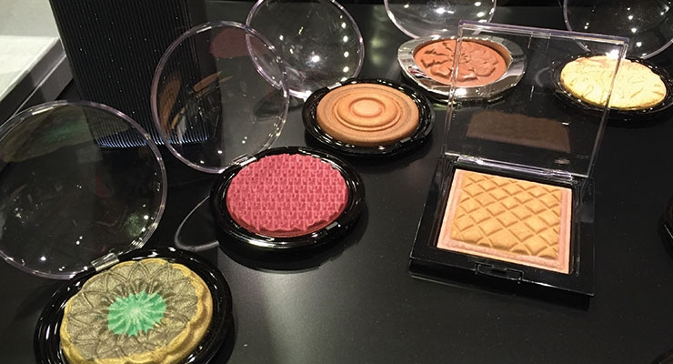 Cosmetics  Crowd Floods MakeUp in Paris