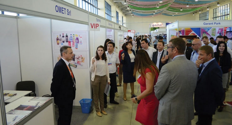 Omet's agent Vladimir Vorobets at the Uzbekprint show