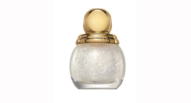 Dior's limited edition Holiday 2016 bottle resembles a beautiful golden bauble.