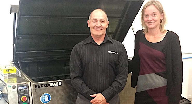 Gary Gibbon pictured with Flexo Wash's Mette Laursen and the new PK 160 Parts Washer