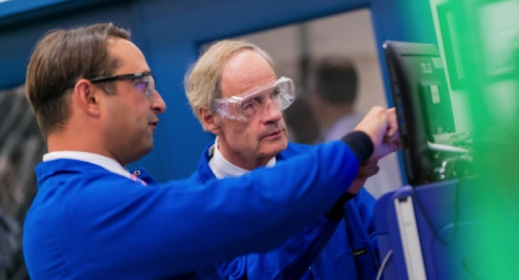 Senator Tom Carper touring Adesis' state-of-the-art labs with Dr. Andrew Cottone, president of Adesis, Inc. (Photo: Business Wire)