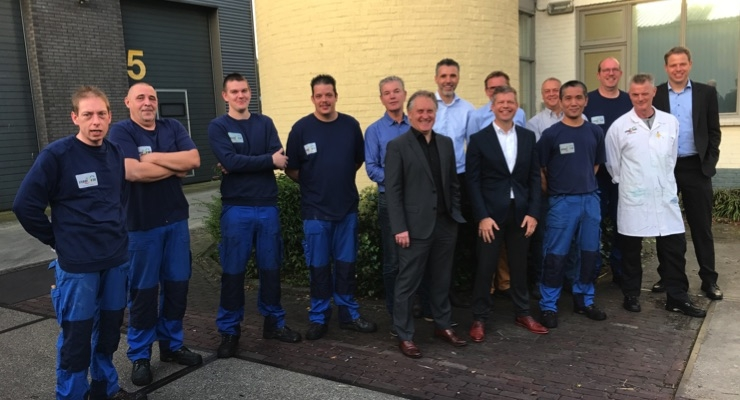 Piet Deceunynck, regional sales director Central and North Europe, Business Unit Paper & Board and Wim van Mastrigt, former managing director of Van Son Liquids B.V., together with the new Siegwerk colleagues. (Source: Siegwerk)