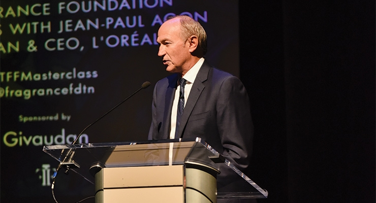 Jean-Paul Agon at the podium