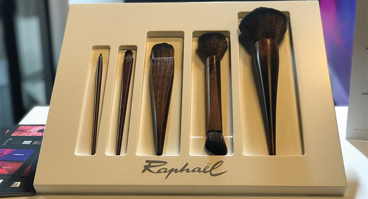 Raphaël Brushes presented an innovative new manufacturing process for brushes, without use of a metal ferrule.