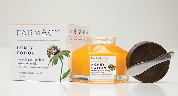 Farmacy's Honey Potion Mask (developed by Englewood Lab) uses an ash wood magnetic cap to keep the essential metal spatula at hand and never lost.