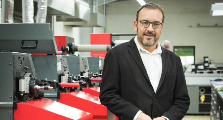 Arnold Deregnaucourt, managing director of Imprimerie Billet, with new Codimag VIVA Aniflo press