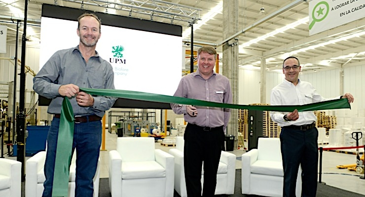 Edmund Ayres (L), Mark Pollard, and Andreu Gombau at the ribbon cutting in Chile.