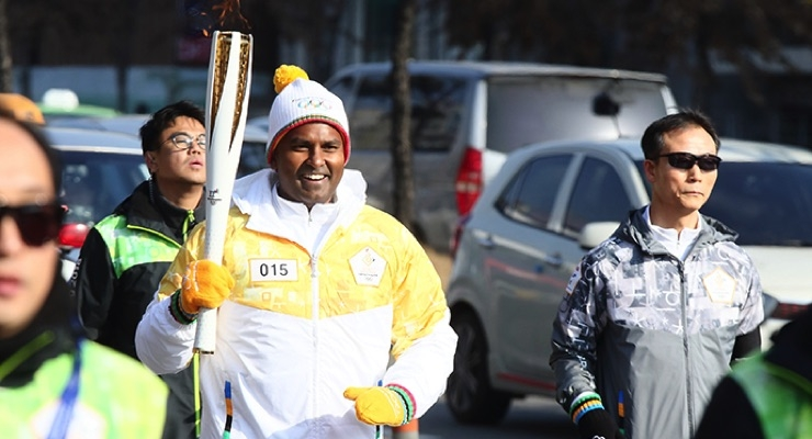 P&G Korea Employees Carry Olympic Torch