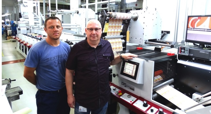 Sunimprof press operator Cosmin Popa, left, with digital print manager Zsolt Veres and the latest Mark Andy. (Source: Mark Andy)