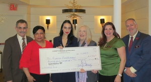 CIBS Presents Scholarship to FIT Student