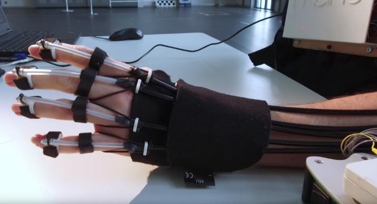 Feedback Enhances Brainwave Control of Novel Hand-Exoskeleton