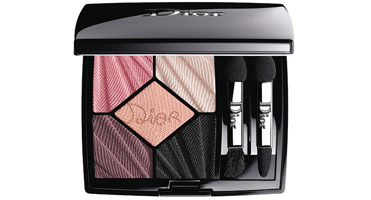 The ultra-luxe eye shadow palette for Dior Glow Addict Edition 5 Couleurs-Spring Look 2018 emulates the draping of the designer's fashion collection—and is just as covetable.