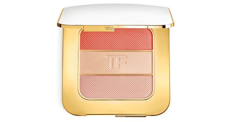 Tom Ford Beauty's Soleil Contouring Compact is a luxurious face palette, expertly designed to bronze, blush and highlight the face. New for 2018, Nude Glow features three sensual summer shades, housed in a radiant gold and ivory-colored compact.