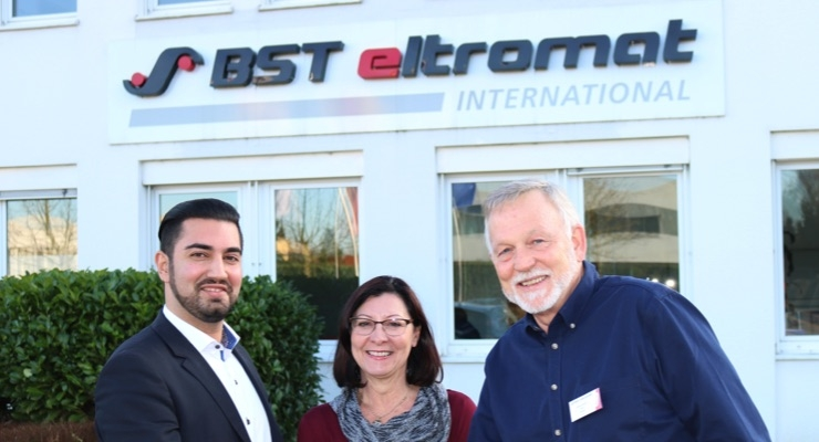ealing the sales and service partnership between Maxteq Pty Ltd. and BST eltromat International in Australia and New Zealand (from right to left): Andrew Maxwell, Olga Maxwell and Sajid Malik.