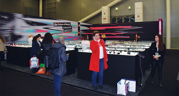 HCT Group's 'live, stock catalog' was displayed in an  enormous area of showcases, more than 1,000 square feet in size.