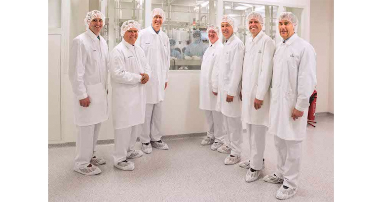 Vetter welcomes Illinois Governor Bruce Rauner to its German Facilities