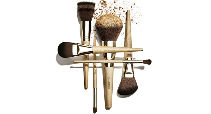 Cosmogen recently designed a set of 8 elegant brushes for Clarins