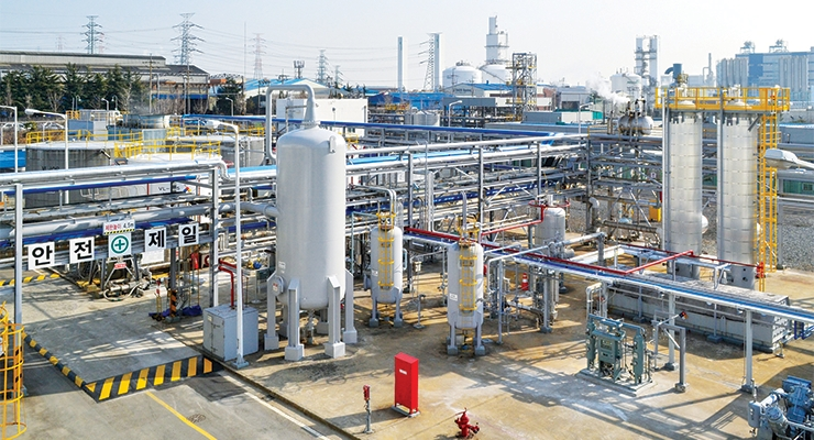 In Ulsan, South Korea, WACKER is currently expanding its production capacities for dispersions based on vinylacetate-ethylene copolymers (VAE) and is building a new spray dryer for dispersible polymer powders. Both plants will come on stream in 2019. With this investment, WACKER will be able to emphasize its position as a global market and technology leader in the field of VAE dispersions and dispersible polymer powders. (Photo: Wacker Chemie AG).