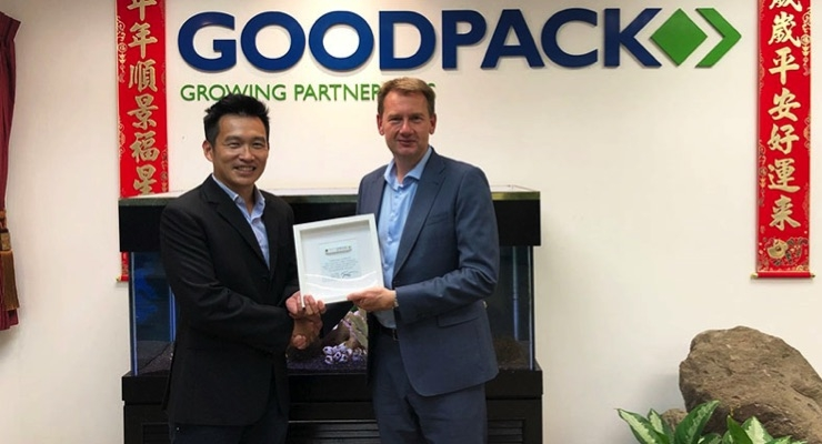 Paul Broekhuizen, EVP Smart Industries at Confidex, right, presents the one billionth tag Confidex has produced to Shawn Chew, procurement director, on behalf of Goodpack organization. (Source: Confidex)