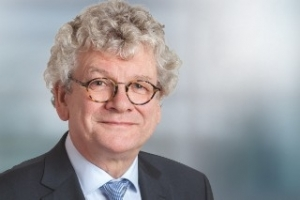 Prof. Horst Weller Receives the 2018 ECIS-Solvay Prize
