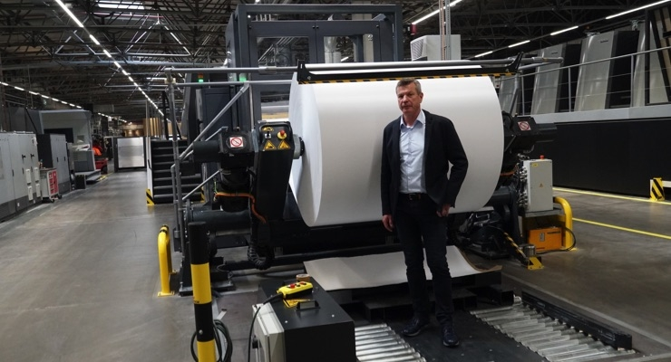 Klaus Sauer, managing director of SAXOPRINT, developed the CutStar roll sheeter for the Speedmaster XL 162 together with Heidelberg. This means that for the first time, the full flexibility to use sheets or roll-fed stock is available in 7B format. (Source: Heidelberg)
