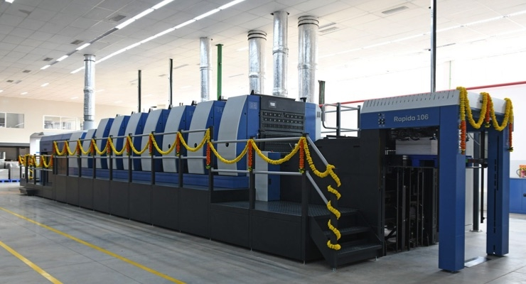 Festive decoration for the raised seven-color Rapida 106 packaging press with coater and extended delivery in the modern press hall at TCPL Packaging. (Source: Koenig & Bauer)