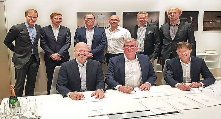Contract signing/Courtesy Koenig & Bauer