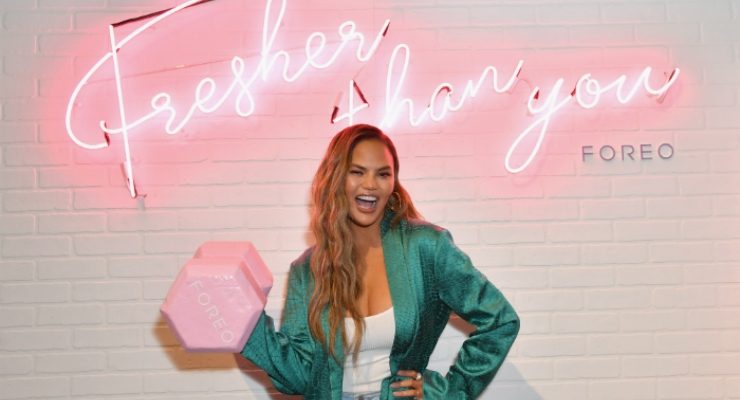 Chrissy Teigen poses at the FOREO booth at the POPSUGAR Play/Ground. (Photo: Angela Weiss)
