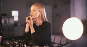 Rosie Huntington-Whiteley to Host Beauty Masterclass