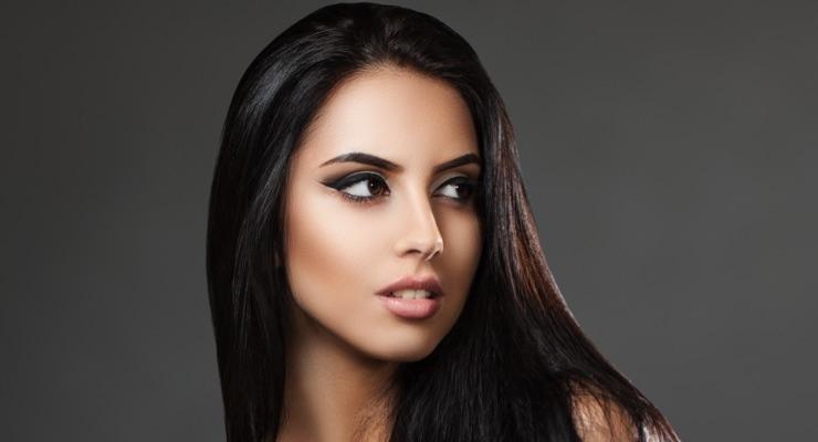 Smooth & Sleek–Anti Frizz Hair Treatment Spray