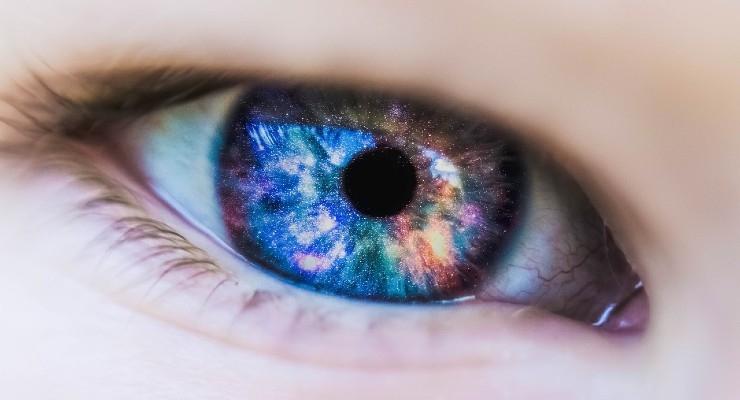 Smart LED Contact Lens Diagnoses Diabetes & Treats Retinopathy