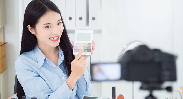 Live-Stream Shopping Lifts China's Beauty Market