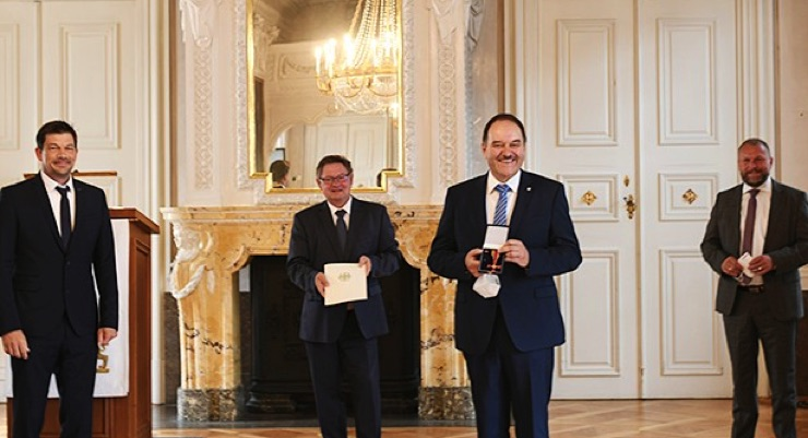 Institute Director Prof. Dr. Gerhard Sextl  Receives Federal Cross of Merit with Ribbon
