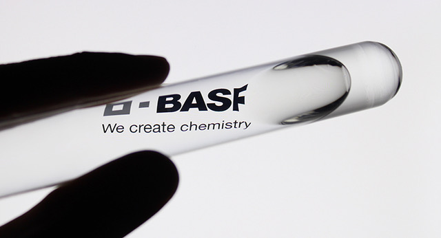 BASF's New Fucoidan-Rich Algae Extract Works to Revitalize the Eye Contour