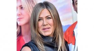 Jennifer Aniston Launches LolaVie Beauty
